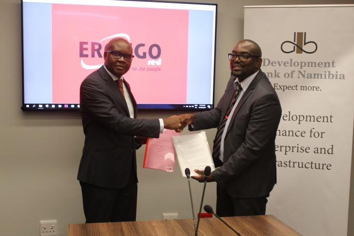 At the signing ceremony on 24 May 2018 - DBN Chief Executive Officer, Martin Inkumbi (left) and Erongo Red Chief Executive Officer, Fessor Mbango